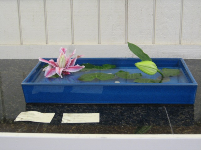 Wide and low Moribana floating style